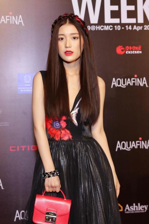 Phuong Trinh Jolie, Thuy Nga ho bao tren tham do Aquafina VIFW ngay 3 hinh anh 12