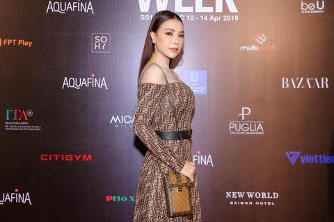 Phuong Trinh Jolie, Thuy Nga ho bao tren tham do Aquafina VIFW ngay 3 hinh anh 5