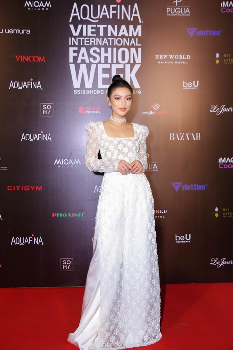 Phuong Trinh Jolie, Thuy Nga ho bao tren tham do Aquafina VIFW ngay 3 hinh anh 7