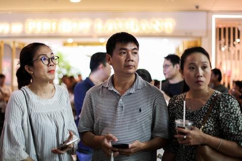Nguoi Sai Gon xep hang tu 5h sang cho mua Huawei P30 Pro hinh anh 2