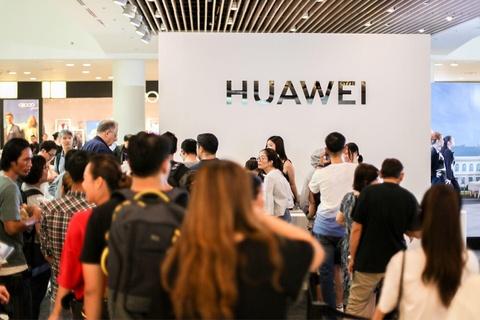 Nguoi Sai Gon xep hang tu 5h sang cho mua Huawei P30 Pro hinh anh 8
