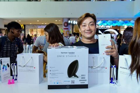 Nguoi Sai Gon xep hang tu 5h sang cho mua Huawei P30 Pro hinh anh 9