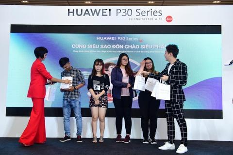 Nguoi Sai Gon xep hang tu 5h sang cho mua Huawei P30 Pro hinh anh 10
