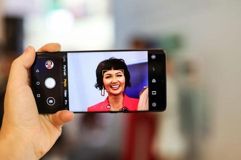 Nguoi Sai Gon xep hang tu 5h sang cho mua Huawei P30 Pro hinh anh 11