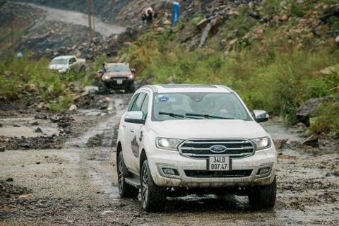 Ford Everest moi - 'ho moc them canh' voi nhung nang cap dang gia hinh anh 4