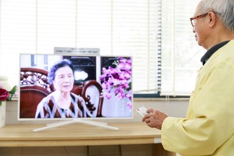 Benh nhan tai Lao khoa Trung uong quay quan ben TV moi hinh anh 4