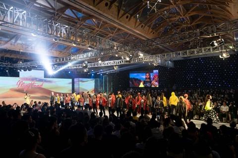 Fashion show 'Take my hand' an tuong nho thong diep bao ve moi truong hinh anh 5