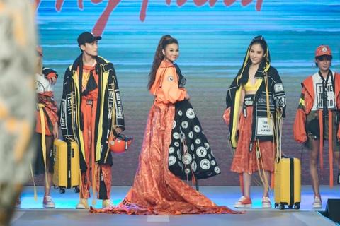 Fashion show 'Take my hand' an tuong nho thong diep bao ve moi truong hinh anh 9