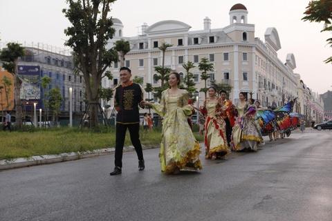 Sun Dance Festival hut hang nghin du khach trong lan dau den Ha Long hinh anh 1