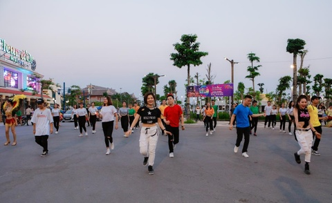 Sun Dance Festival hut hang nghin du khach trong lan dau den Ha Long hinh anh 2