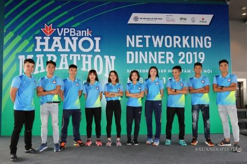 VPBank Hanoi marathon - cu hich cho 'Ngay chay bo Viet Nam' hinh anh