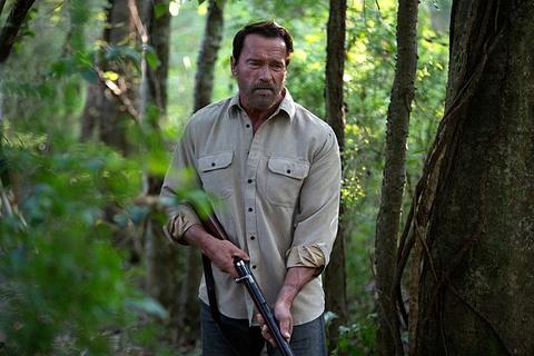 Arnold Schwarzenegger di tra thu cho vo con trong phim moi hinh anh