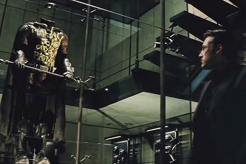 Dao dien 'Batman v Superman' phu nhan con trai sam vai Robin hinh anh