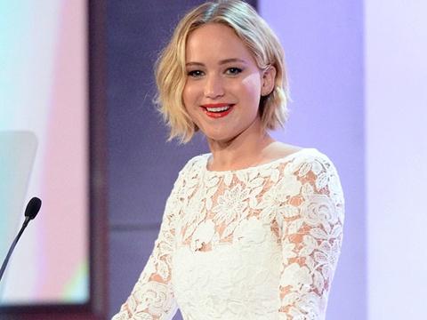 Jennifer Lawrence chuan bi lam dao dien phim hai hinh anh