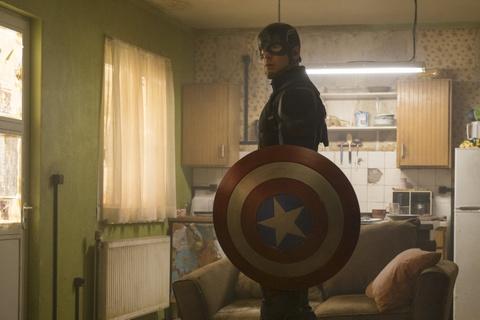 'Captain America: Civil War' tiep can moc doanh thu 1 ty USD hinh anh