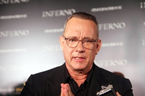 Tom Hanks muon khan gia xem 'Hoa nguc' va nghi ve tuong lai hinh anh