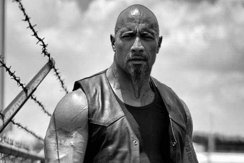 The Rock bat man voi ban dien nam trong 'Fast & Furious 8' hinh anh
