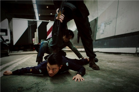 'Song du': Phim hanh dong 'dau voi duoi chuot' cua Luu Duc Hoa hinh anh 3