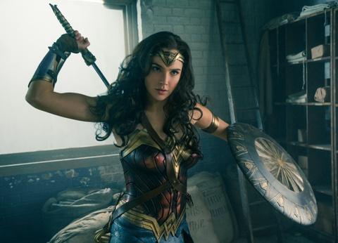 'Wonder Woman' duoc gioi phe binh khen ngoi het loi hinh anh