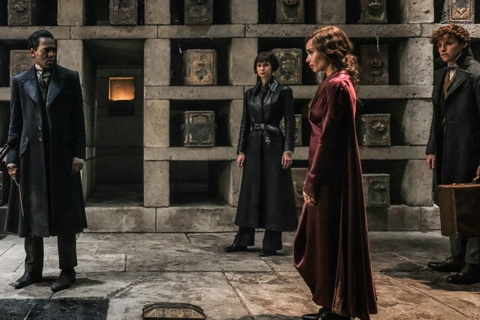 Bom tan phu thuy 'Fantastic Beasts 2': Hoanh trang, nhung qua om dom hinh anh 2