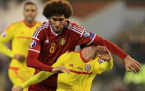 Fellaini choi cui cho khien sao Liverpool do mau hinh anh