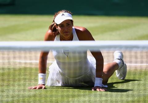 Ban ket Wimbledon 2015: Agnieszka Radwanska 1-2 Garbine Muguruza hinh anh