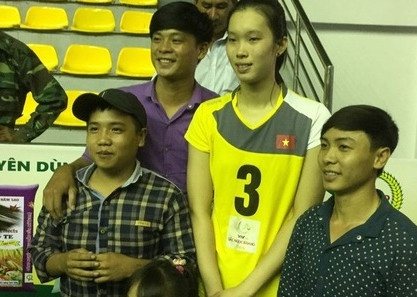 VTV Cup 2015: Tran Thuy tiet lo chieu cao cham moc 1,9 m hinh anh