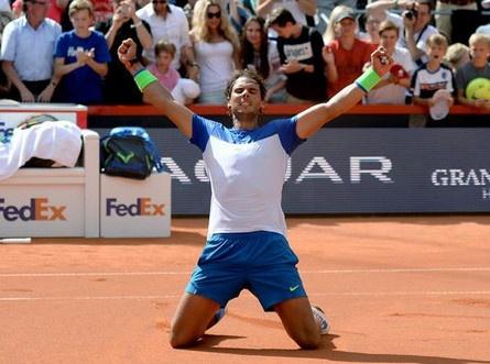 Nadal gianh danh hieu lon nhat trong hon mot nam qua hinh anh