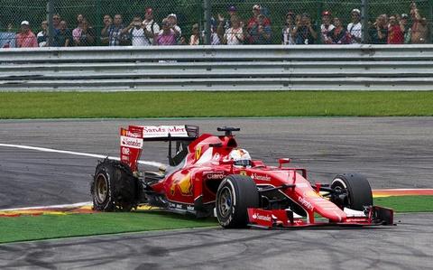 Tinh huong no lop khien Vettel tuc gian hinh anh