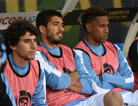 Suarez noi dien vi khong duoc vao san o that bai cua Uruguay hinh anh