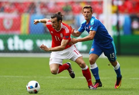 Bale toa sang giup xu Wales gianh chien thang lich su hinh anh 1