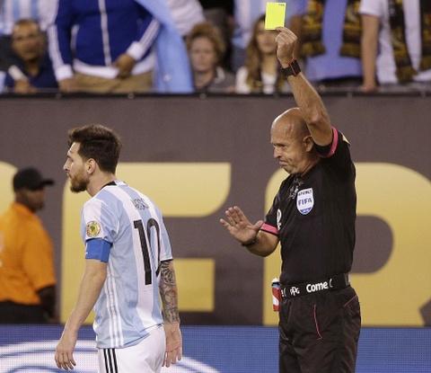 Messi oa khoc, tuyen Argentina cui dau hinh anh 10