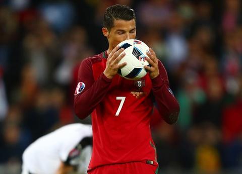 Muon kieu nu hon tai Euro 2016 hinh anh 21