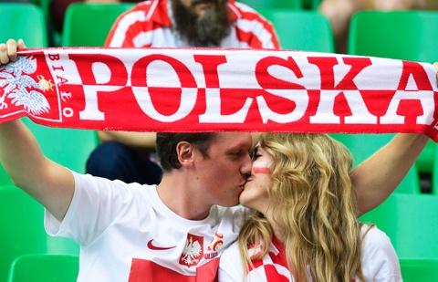 Muon kieu nu hon tai Euro 2016 hinh anh 12