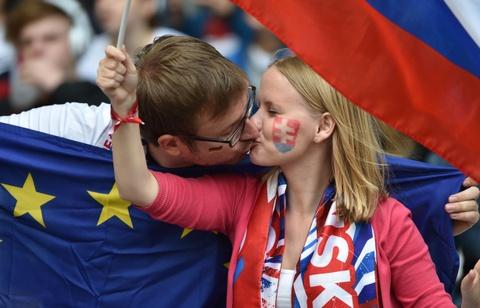 Muon kieu nu hon tai Euro 2016 hinh anh 8