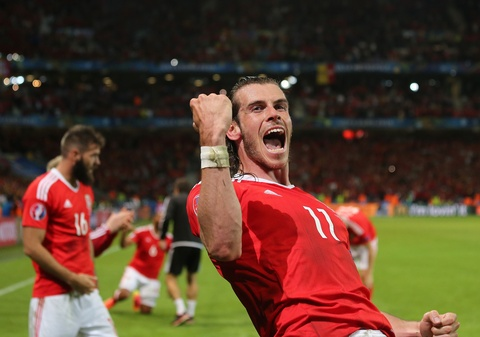 Bale va dong doi truot co mung ky tich nguoc dong hinh anh 2