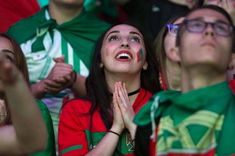 Fan Bo Dao Nha vo oa trong niem vui vao chung ket Euro hinh anh 1