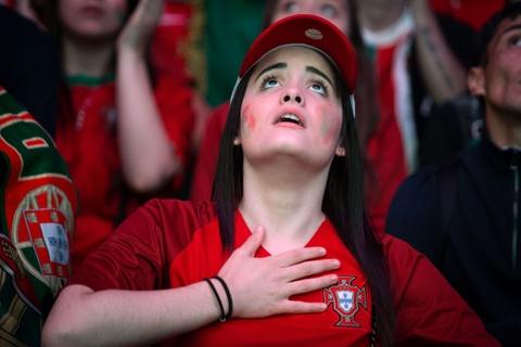 Fan Bo Dao Nha vo oa trong niem vui vao chung ket Euro hinh anh 4