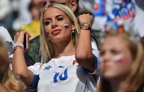 Top fan nu xinh dep dot nong khan dai Euro hinh anh 8