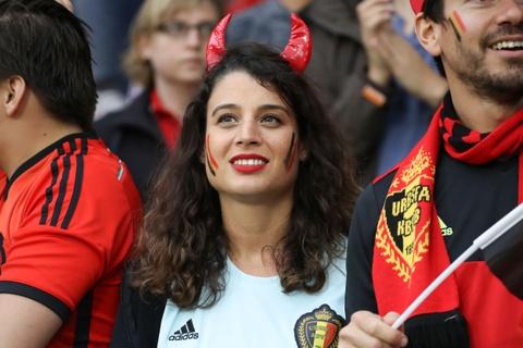 Top fan nu xinh dep dot nong khan dai Euro hinh anh 9
