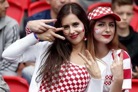 Top fan nu xinh dep dot nong khan dai Euro hinh anh 2
