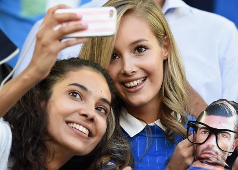 Top 10 nang WAGs noi bat tren khan dai Euro 2016 hinh anh 3