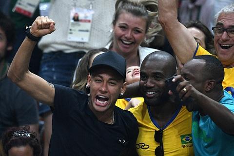 neymar co vu bong chuyen hinh anh