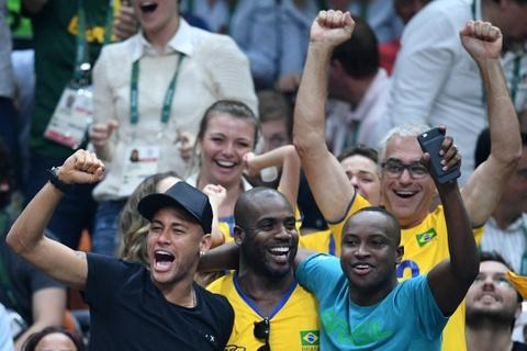 Neymar co vu tuyen bong chuyen nam Brazil gianh HCV hinh anh 4