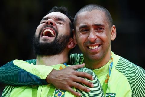 Neymar co vu tuyen bong chuyen nam Brazil gianh HCV hinh anh 11