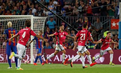 Barca thua soc tan binh ngay tai Nou Camp hinh anh 6