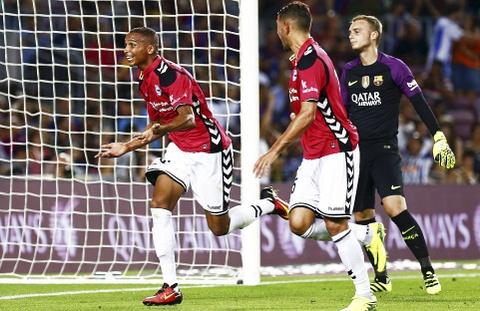 Barca thua soc tan binh ngay tai Nou Camp hinh anh 4