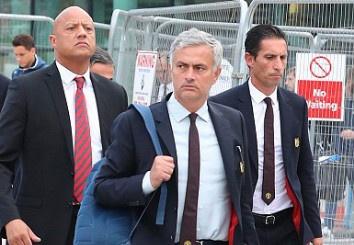 mourinho va hoc tro sau that bai hinh anh