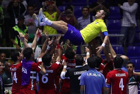 Tuyen Iran tri an 'Vua futsal' Falcao sau tran thang lich su hinh anh