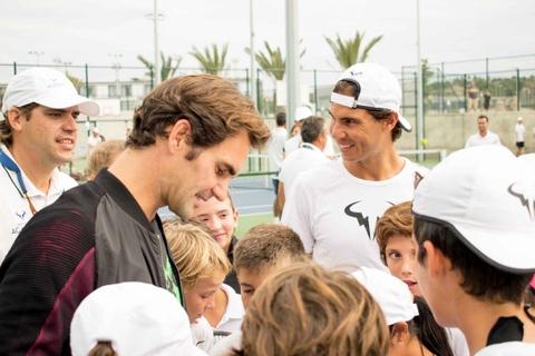 Federer nhan mon qua dac biet tu Nadal hinh anh 10